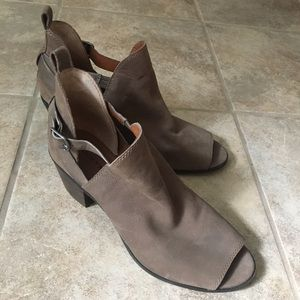 LUCKY BRAND Open Toe Size 8